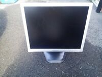 SAMSUNG SYNCMASTER 910t 19 INCH LCD MATTE SCREEN/MONITOR/TFT HEIGHT ADJUSTABLE & VGA & POWER CABLE