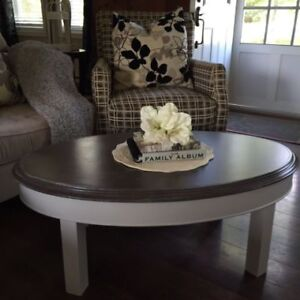 Coffee table - PENDING PICK-UP