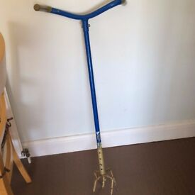 Gold Garden Claw, Soil Weeder, Cultivator, Lawn Aerator & Compost Mixer Fork £10 Coulsdon Surrey