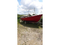 19ft boat on trailer + 2 Kayaks. sell as a project job lot, they all need work. going cheap!!