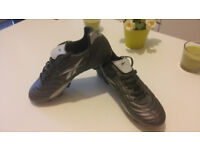 Silver/Matalic Ryan Giggs Rebbok Boots Size 7 (DMX red insoles included)