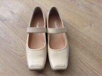 Ladies Pierre Cardin shoes size 4 (37)