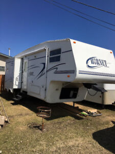 2002 Hornet 5th wheel by Keystone