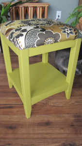 Green Square Settee