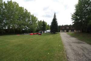 Beautiful Acreage Right in Sherwood Park for Rent
