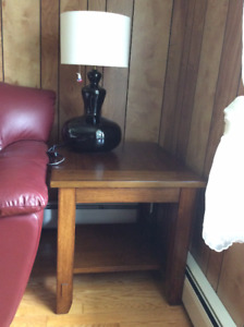 SELLING THIS NEW WOOD SIDE TABLE, AWESOME CONDITION.