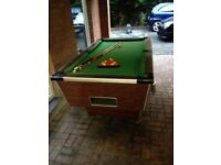 Solid snooker table