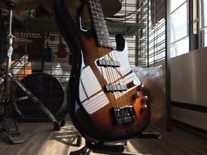 Bass/Basse Électrique Carvin LB70 w/Case en MINT CONDITION