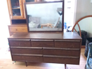 Nice 7 drawer dresser with mirror pick up today for 70.00