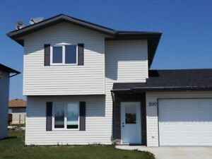 House for Sale in Altona, MB - 200 Lynnwood Bay