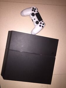 PlayStation 4, Controller (Great Condition)