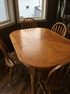 Oak wood table and 4 chairs
