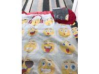 Single emoji bedding set