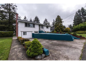 House walking distance to UVIC for Sep 1