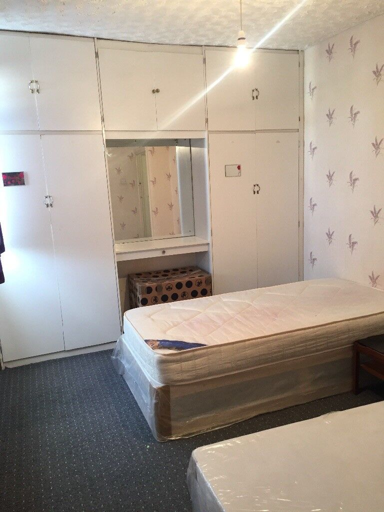 Double Room to Rent In ILFORD IG1 2XW===RENT £450 PCM ALL BILLS INCLUDED===