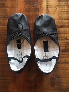 Girls Ballet / Dance Slippers - Size 3 - $5!