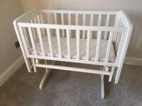 Beautiful Mamas and Papas glider crib - Matt white