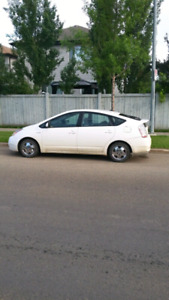 2009 Toyota Prius hybrid 2 Sets of tires Runs like new low km