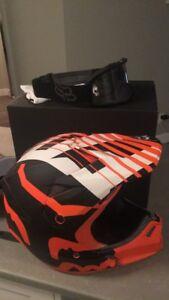 Fox V3 Savant Helmet (XL) with Fox Goggles