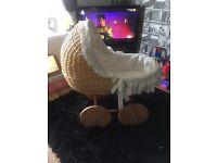 Baby wicker crib/bassinet