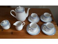 Tea set royal doulton.