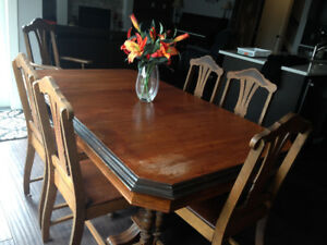 Antique dining table w/chairs and Hutch