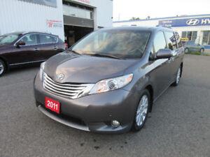 2011 Toyota Sienna XLE,NAVI,REAR CAMERA,SUNROOF,WARRANTY!$21499