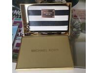 Michael Kors Multifunctional Phone Purse