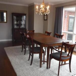 ANTIQUE DREXEL DINING ROOM TABLE SIX CHAIRS AND HUTCH