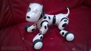 Spin Master Zoomer Zoomie action/voice controlled dog