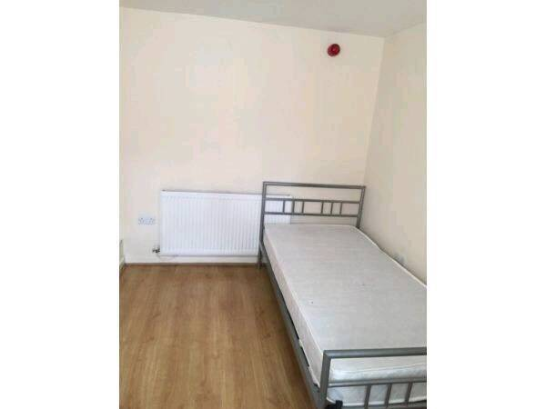 Single Room to let in Stoke all bills included