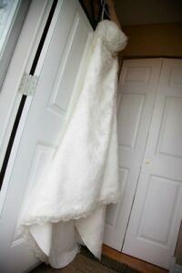 Ivory Lace Wedding Gown