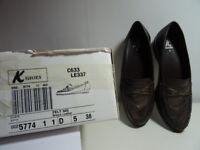 Clarks K Felt MO flat shoes size 5