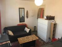 Double room in Angel.3 min walk from Tube.All bills included.