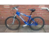Adults Giant Rock Se mountain bike 17 inch aluminium frame, very good condition and ready to ride