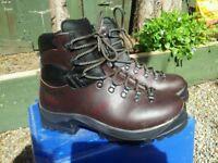 size 8 scarpa walking boots