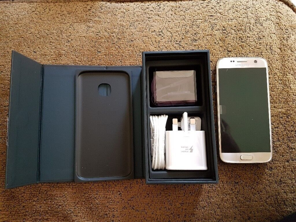 Gold Platinum 32gb Brand new in box with accessories Vodafone Network only £320 ono