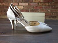 Benjamin Adams comfy designer bridal ivory satin/diamante shoes, size 5.5 / 38