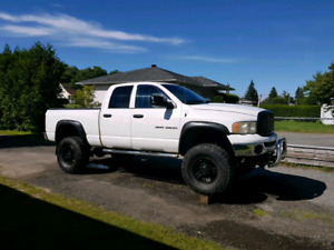 2500 Dodge ram 2005, 5.7 hemi avec lift kit 5""