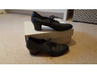 Ladies Tap Shoes - size 6. Good condition