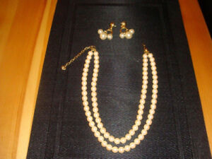 Collier et boucles d'oreilles / Necklace and earrings