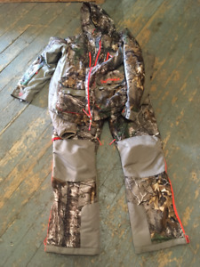 Women's Camo Hunting Suit & Bag