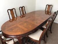 Table and six chairs amazing , delivery poss