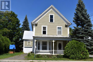 3 Bedroom House-Available Immediately Downtown Woodstock