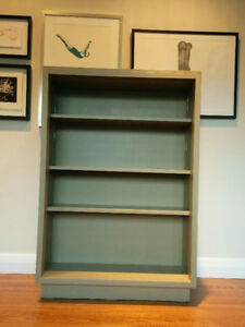 Sturdy painted wooden bookcase