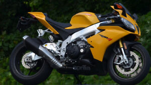 2013 Aprilia RSV4 R APRC ABS with only 7,700 KMs - PRICE NEGO