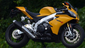 2013 Aprilia RSV4 R APRC ABS with only 6,300 KMs - NEGO / OBO
