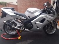 Triumph Daytona 600. Brand new MOT. Urgent quick sale needed please!