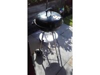 MEDIUM ROUND GAS FREE BARBEQUE WITH 1 AND A HALF BAGS OF CHARCOAL