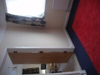 3 bedroom flat to rent-upstairs of detached house. Close to university.